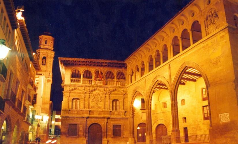 Alumbrado exterior del Ayuntamiento de ALCAÑIZ y Palacio de La Lonja